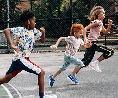 Sportmen çocuklar için rengarenk çocuk ayakkabı modellerini keşfedin!