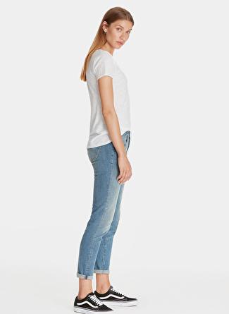 Mavi V Yaka Penye Beyaz T-Shirt