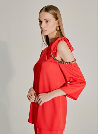 NG Style Zincir Detaylı Kırmızı Bluz
