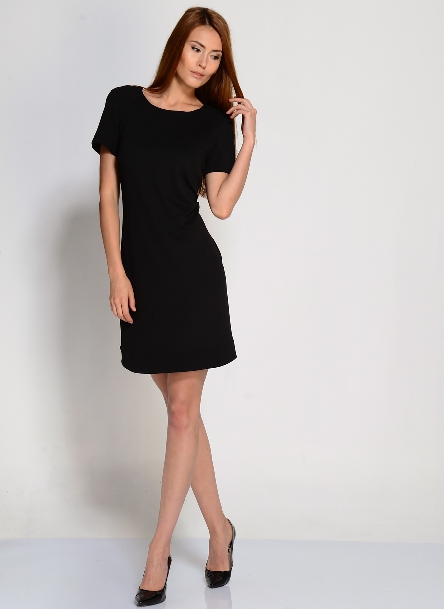 44 Siyah Ekol Elbise Kadın Giyim
